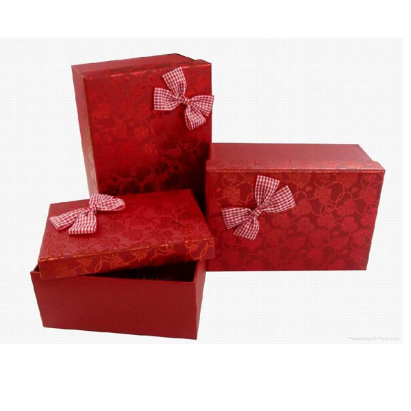 Luxury red cardboard gift box perfect for wedding ceremony